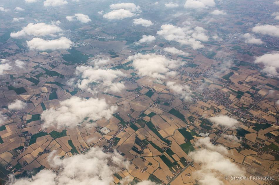Oblački nad polji